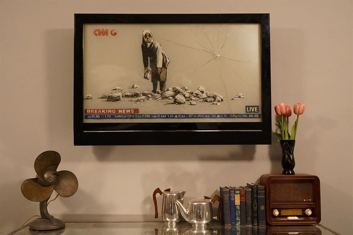the walled off hotel banksy 5